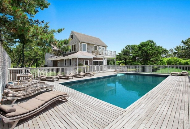 Scarlett Johansson's new extravagant home in the Hamptons