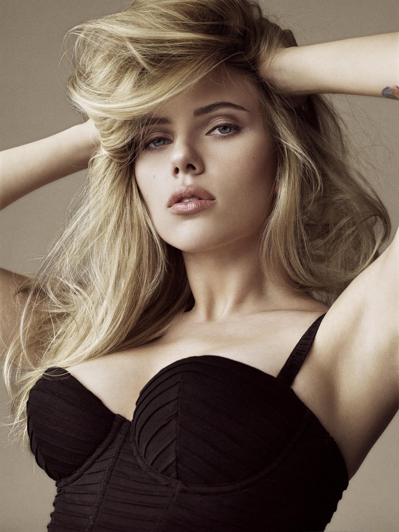 Celebrity Lifestyle Scarlett Johansson Wallpaper