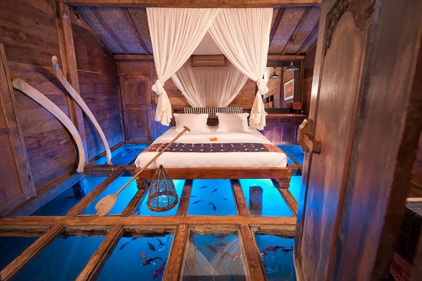 Unique hotels in Bali, glass floor Udang House