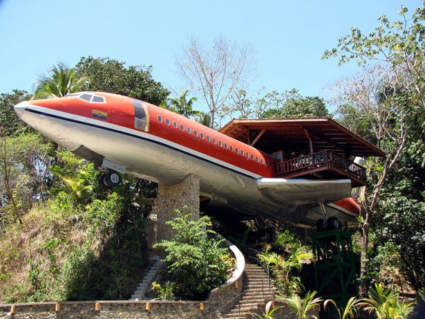 Airplane hotel in Costa Rica