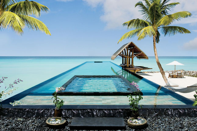 One&Only Reethi Rah hotel in the Maldives has one of the most amazing swimming pools in the world.