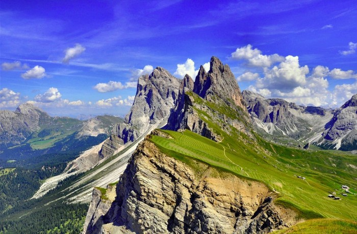 Best places to visit in Italy, Dolomites Mountain