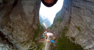 Jeb Corliss performed a legendary stunt , flying through the Tianmen Cave in China