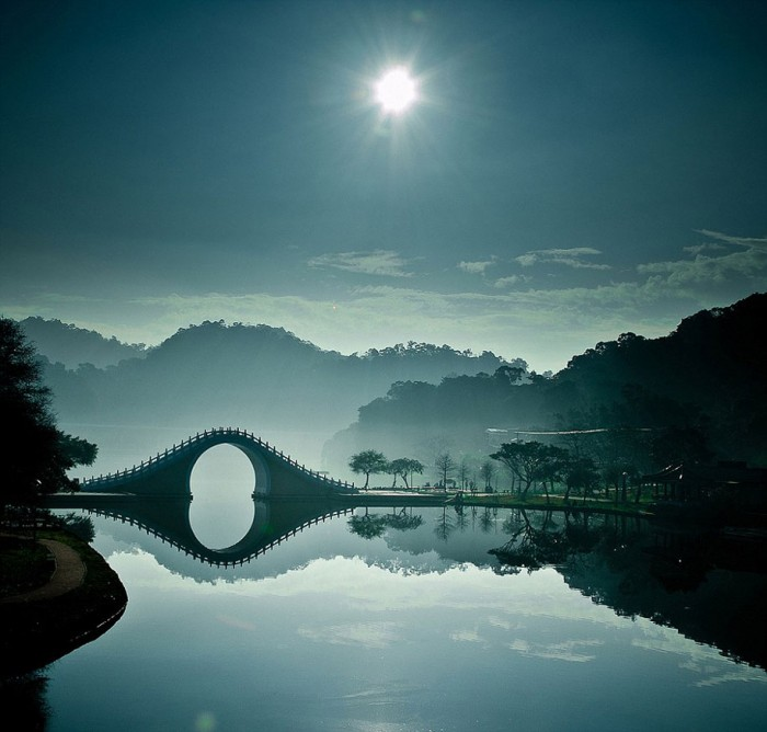 Moon Bridge – Taipei in Taiwan is one of the World's most magical old bridges
