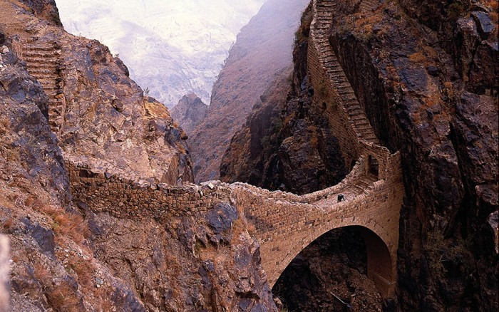 Shahara Bridge in Yemen is one of the World's most magical old bridges