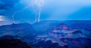 One of the most amazing thunderstorm pictures is taken in Arizona.