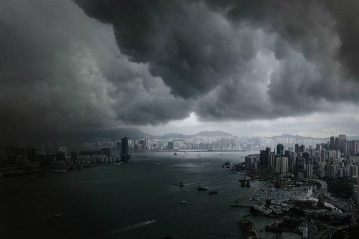 One of the most amazing thunderstorm pictures is taken in Hong Kong.