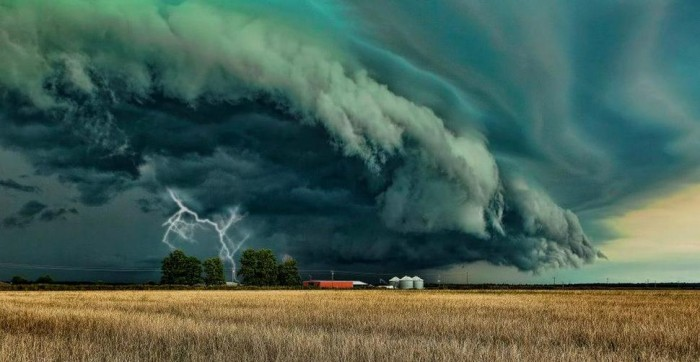 One of the most amazing thunderstorm pictures is taken in Texas.