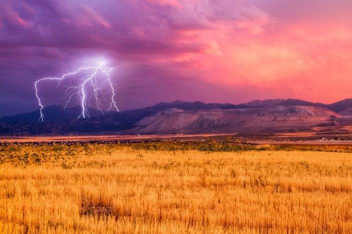 One of the most amazing thunderstorm pictures is taken in Utah.