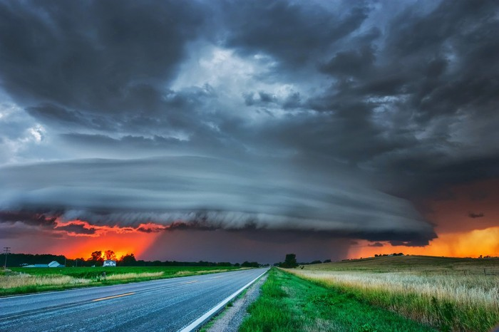 One of the most amazing thunderstorm pictures is taken in the USA.