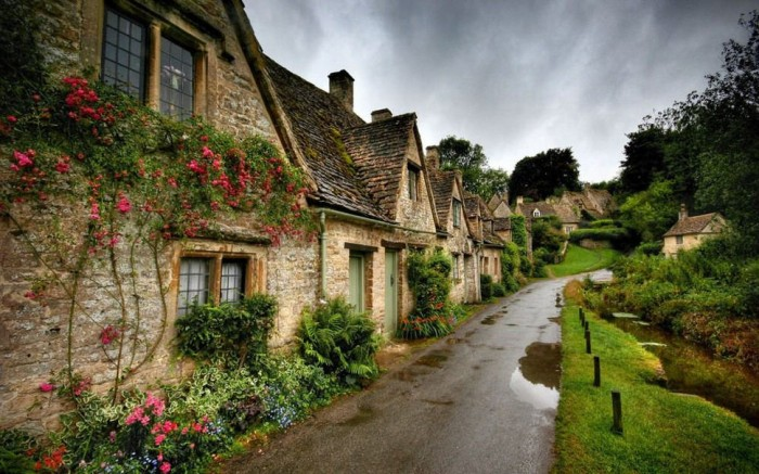 Bibury in England is one of the beautiful small towns in the world.
