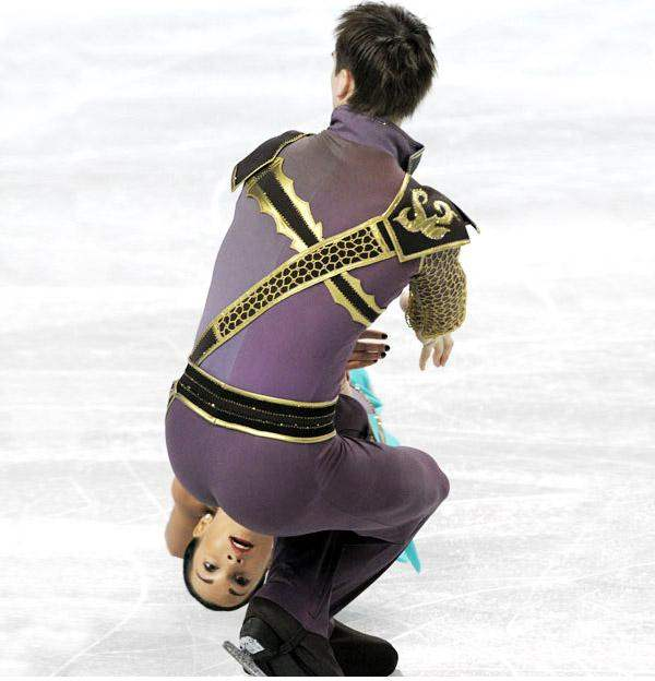 perfectly timed photos, ice skating
