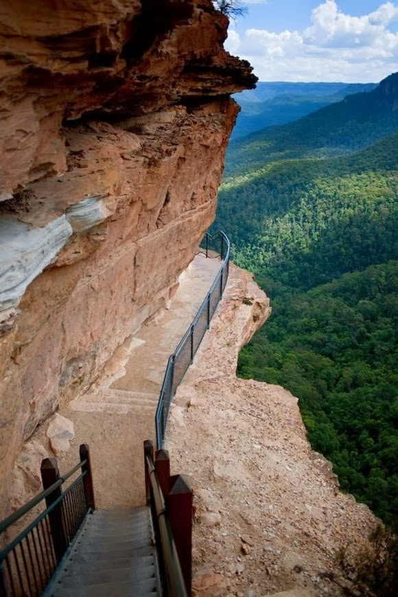 Cliff Path at Blue Mountains in Australia is one of the most spectacular cliff walks in the world.