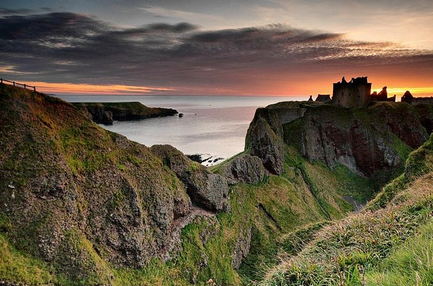 Dunottar Castle in the Isle of Skye is one of top 15 Scotland tourist attractions.