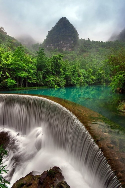 Impressive waterfalls around the world - Falls in Libo, Guizhou in China
