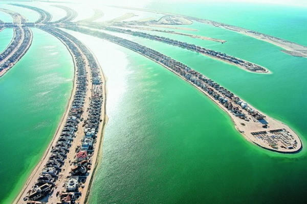 the palm islands in Dubai, men-made construction