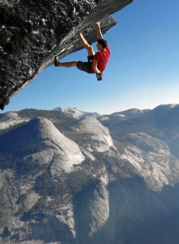 Alex Honnold is not afraid of heights. He climbs the deadliest rock of the Yosemite National Park.