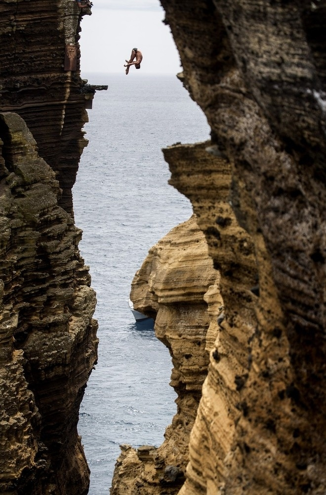Blake Aldridge dives 95 ft from the rock monolith and is not afraid of heights.