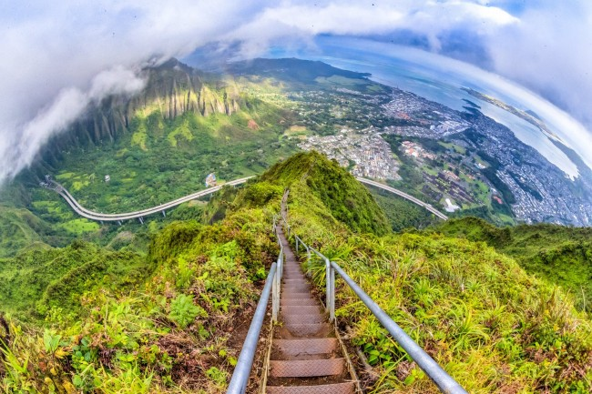 Climbing haiku stairs in Hawaii is one of the most beautiful experiences in my life.
