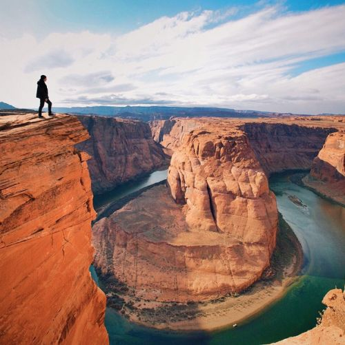 A man not afraid of heights enjoys the view of Horseshoe Bend in Arizona