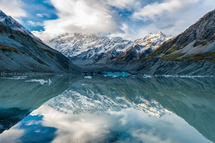 Hooker Lake is one of the top 20 must-see spots of New Zealand's South island.