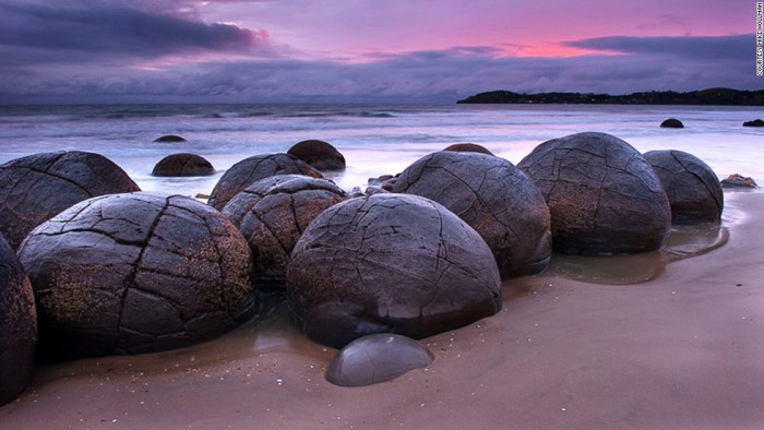 One of the must-see spots of New Zealand's South Island is Moeraki Boulders.