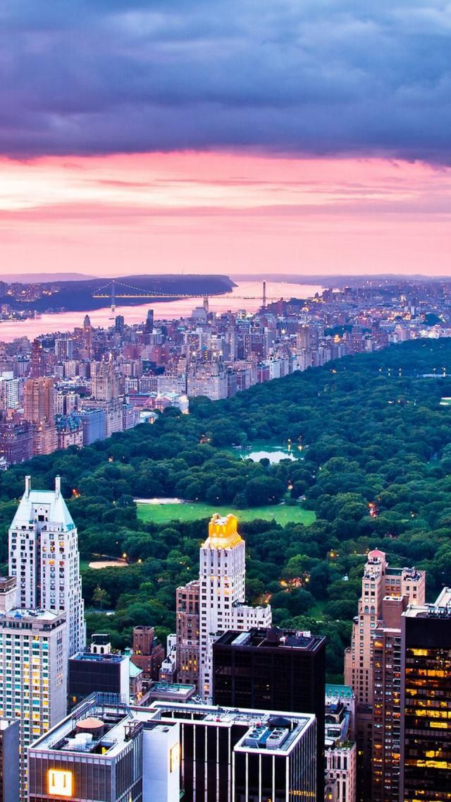 Central Park in New York is on the 10th place on the list of  the 20 most checked-in places on Facebook for 2015.