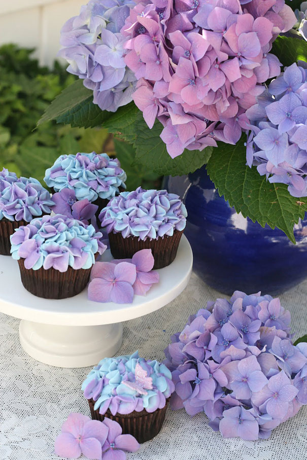Hydrangea cupcake is one of the most creative cupcakes you have ever seen.