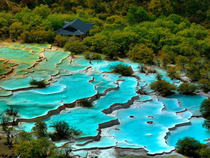 Top reasons to visit China - Huanglong pools.