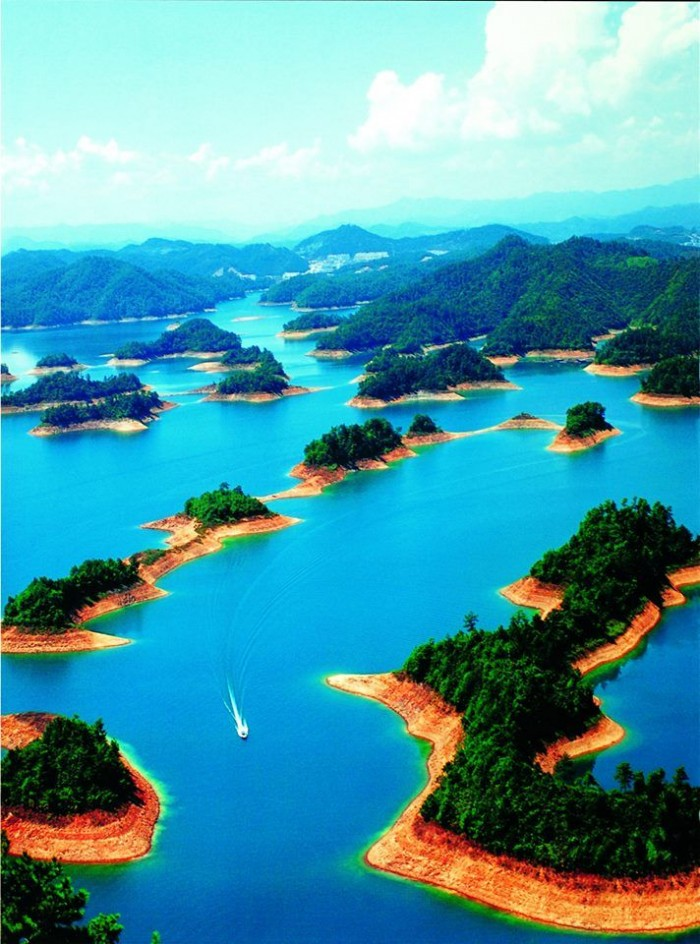 Top reasons to visit China - Qiandao Lake.