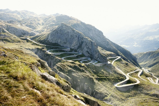 Gotthard Pass in Switzerland is one of the world's 8 scariest roads.