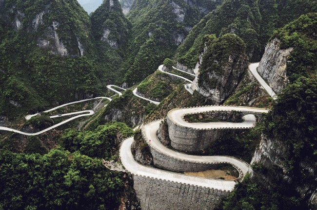 Tianmen Mountain Road in China is one of the world's 8 scariest roads.