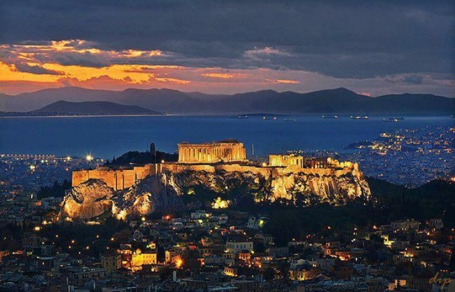 Some of the most beautiful dusk photos are taken in Athens.