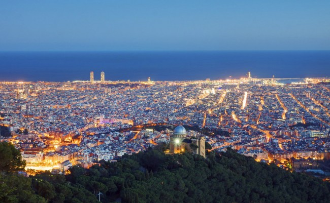 Some of the most beautiful dusk photos are taken in Barcelona.
