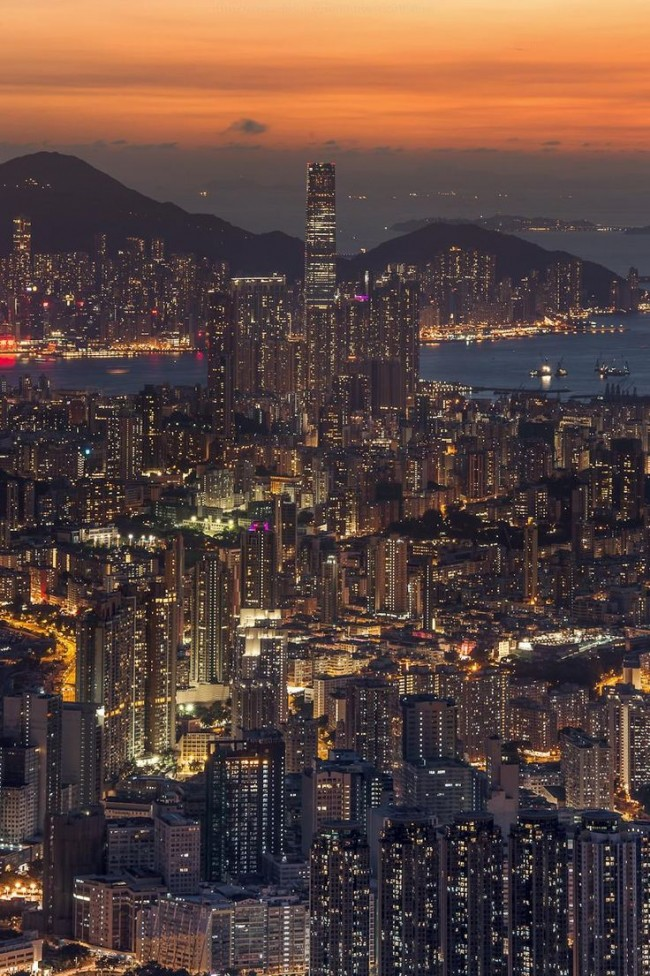 Dusk photos from Hong Kong look amazing.