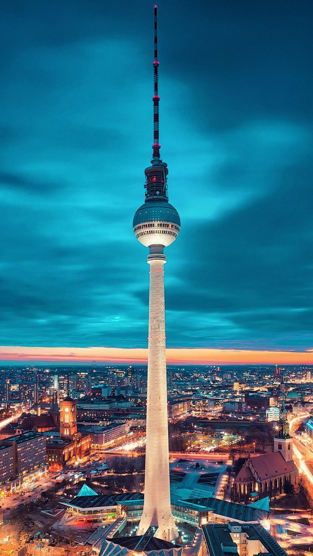 Some of the most beautiful dusk photos are taken in Berlin.
