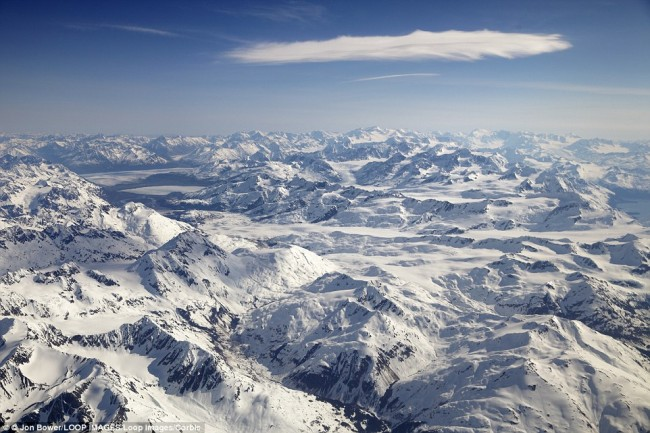 Impressive airplane window seat pictures from Alaska that will blow your mind.