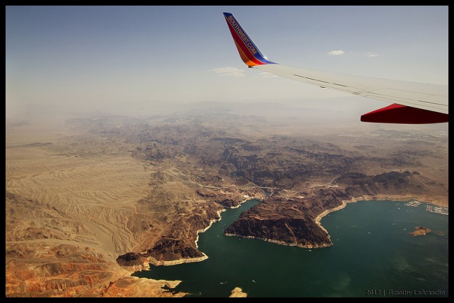 Impressive airplane window seat pictures above Arizona that will blow your mind.