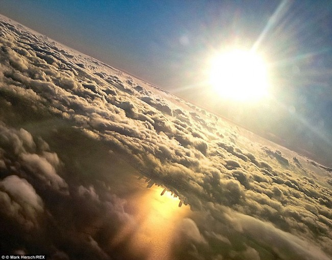 Impressive airplane window seat pictures above Chicago that will blow your mind.
