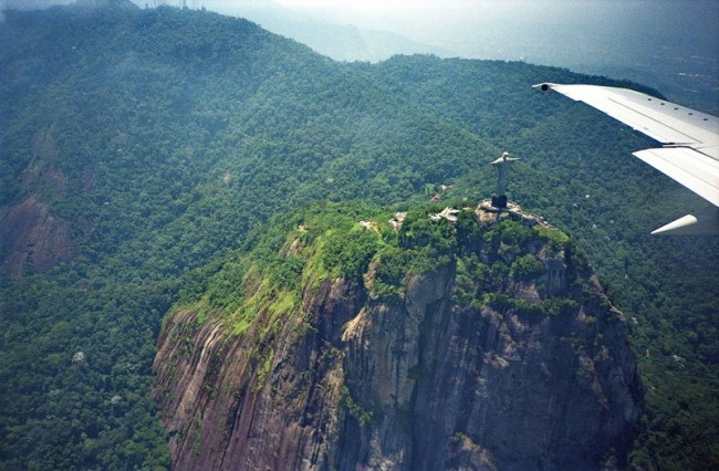 Impressive airplane window seat pictures above Rio de Janeiro will blow your mind
