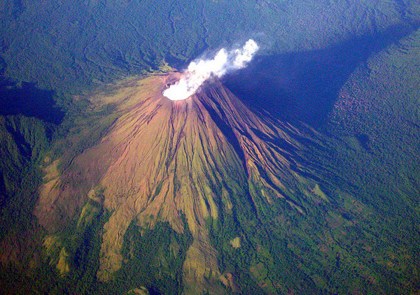 Impressive airplane window seat pictures above Costa Rica will blow your mind