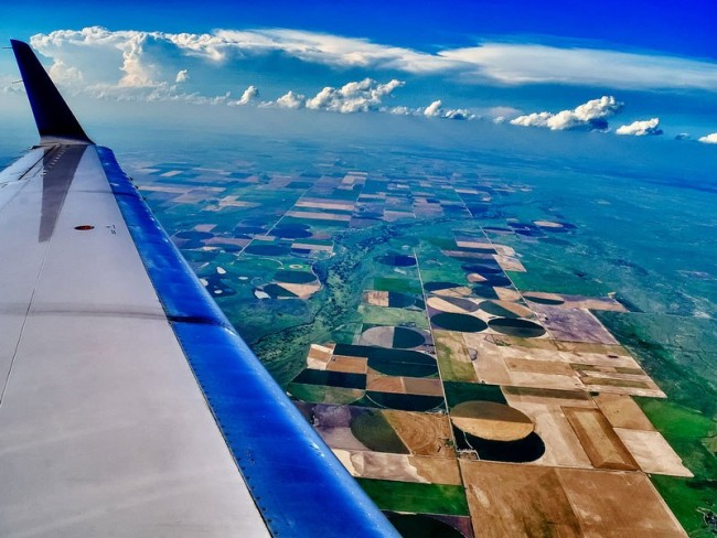 Impressive airplane window seat pictures from Kansas that will blow your mind.