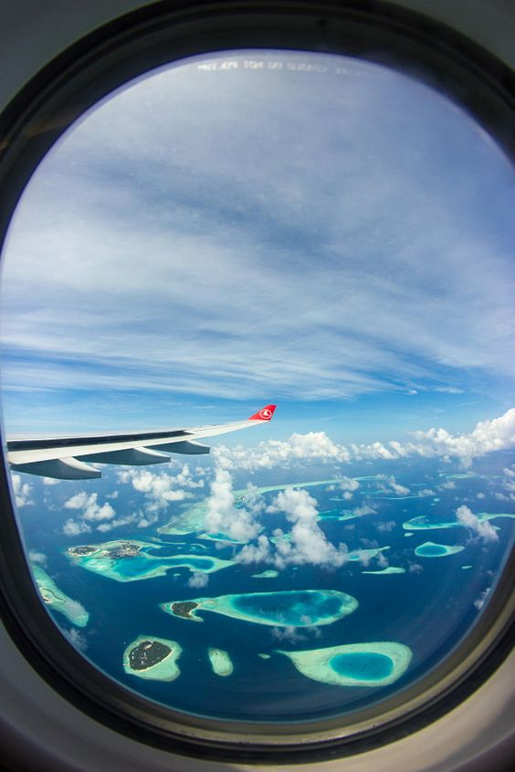 Impressive airplane window seat pictures from the Maldives that will blow your mind.