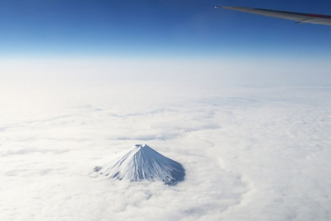 Impressive airplane window seat pictures above Mt. Fuji will blow your mind