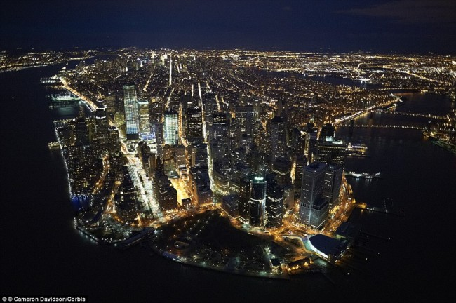Impressive airplane window seat pictures above New York City will blow your mind