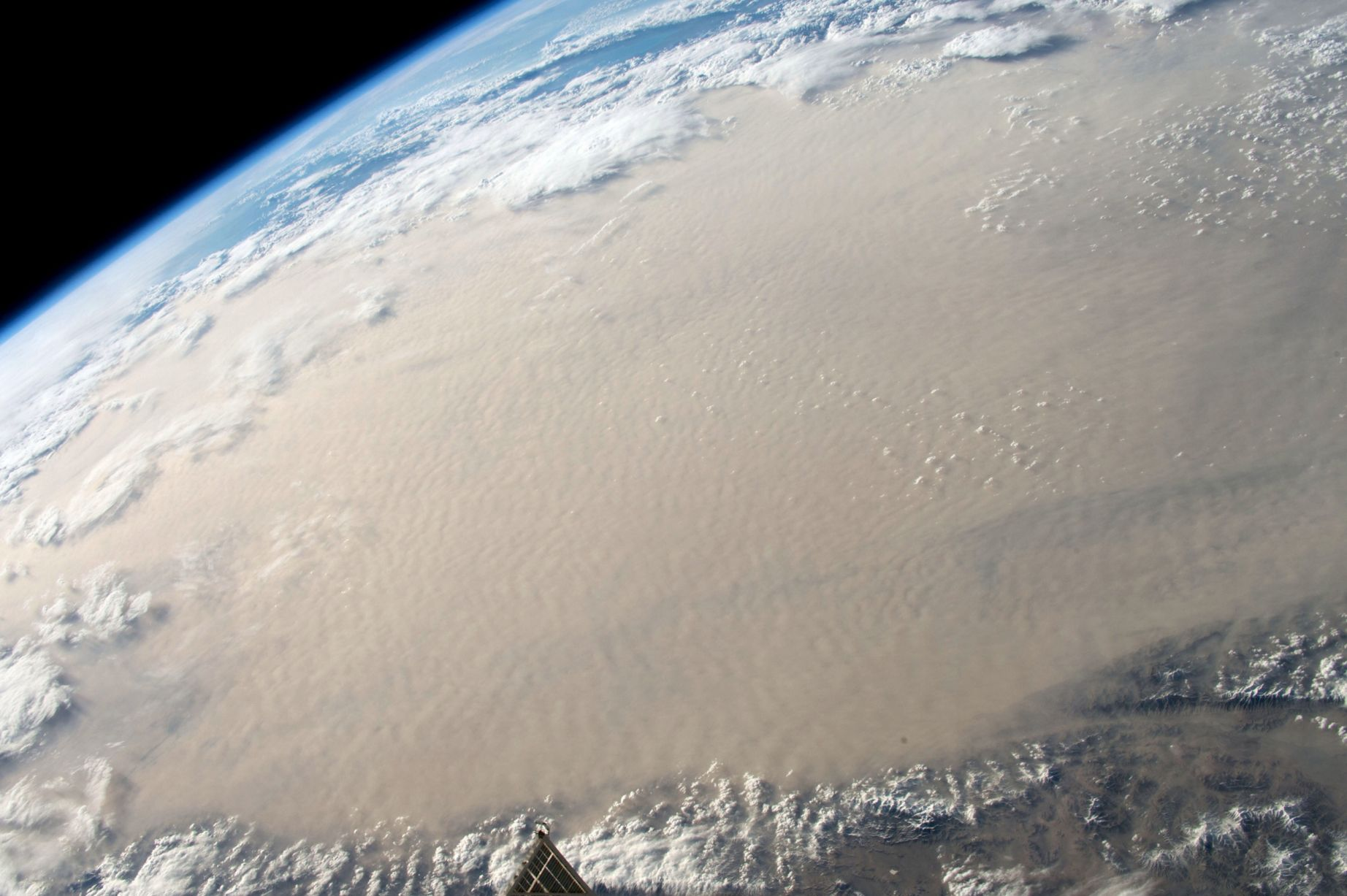 Stunning photos from the International Space Station-Gobi desert in Mongolia.