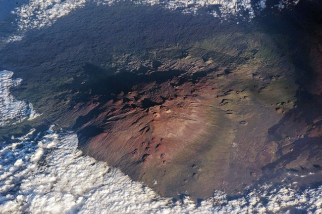 Stunning photos from the International Space Station-Mauna Kea volcano in Hawaii.
