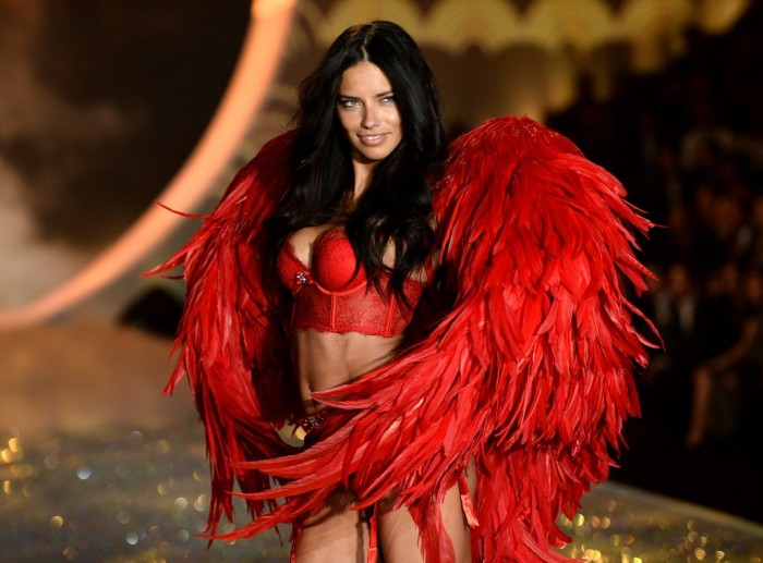 Adriana Lima reveals the secret smoothie recipe that has only three ingredients.