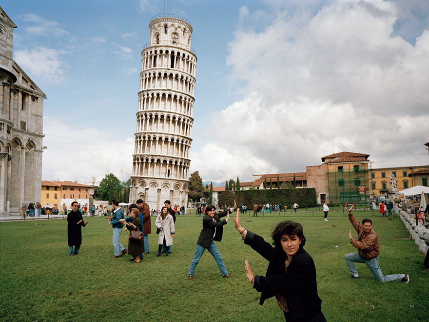 Leaning Tower in Pisa looks totally different during high and lose season.