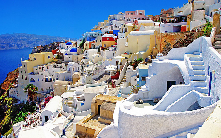 This is what Santorini looks like during high and low season.